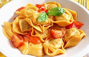 Tortelloni con formaggi di Tremosine with Tomatoes and Basil