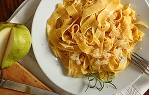 Pappardelle with Gorgonzola cheese, Pears and Walnuts